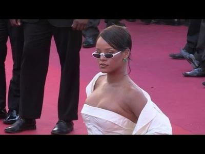 Rihanna gợi cảm tại Cannes