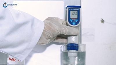 Sai số lớn và giá trị vượt mức bão hòa khi đo hydro trong nước ion kiềm bằng bút thử cầm tay
