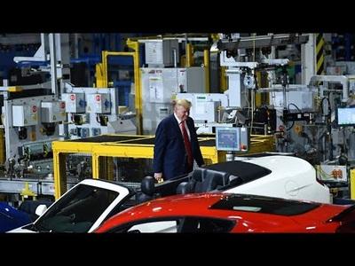 """Ông Trump chỉ đeo khẩu trang """"chớp nhoáng"""" khi thăm nhà máy"""