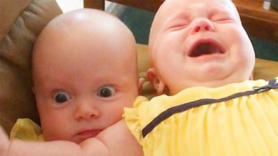 Những em bé sinh đôi ngộ nghĩnh