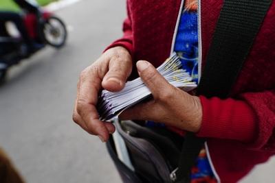 TPHCM: Không nhận được tiền hỗ trợ vì không có tạm trú