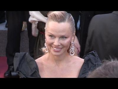 Pamela Anderson quyến rũ tại Cannes