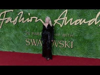 Pamela Anderson dự sự kiện thời trang tại Anh