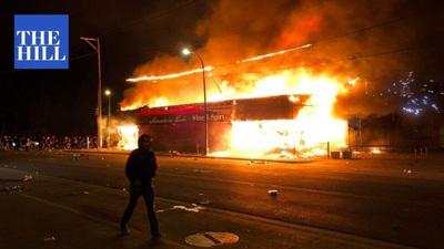 Mỹ: Người biểu tình tấn công loạt cơ quan công quyền