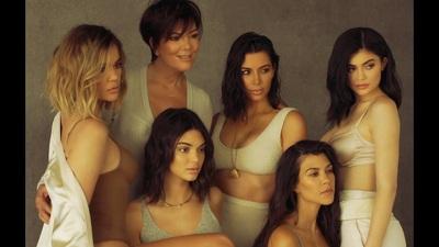Các thành viên nữ trong gia đình Kardashian-Jenner cùng tham gia một buổi chụp hình
