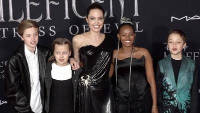 Angelina Jolie đưa các con dự sự kiện