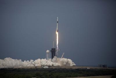 Xem khoảnh khắc tàu Crew Dragon phóng thành công, đưa người lên không gian