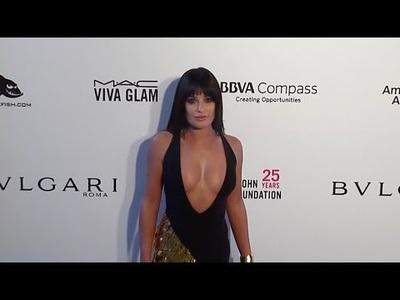 Lea Michele gợi cảm với váy xẻ bạo
