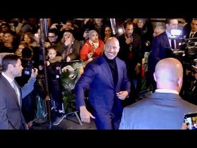 Dwayne Johnson lịch lãm với vest màu xanh