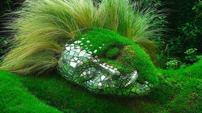 Những bức tượng kỳ thú trong vườn bách thảo Lost Gardens of Heligan