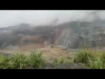 """Lở đất như """"sóng thần"""" chôn vùi mỏ ngọc bích Myanmar, hơn 110 người chết"""