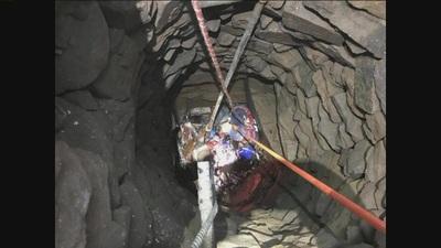 Giải cứu người đàn ông rơi xuống giếng sâu 9m dưới nền nhà