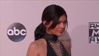 Kylie Jenner quyến rũ trên thảm đỏ