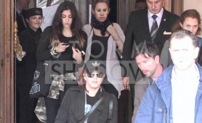 Madonna cùng các con ra phố