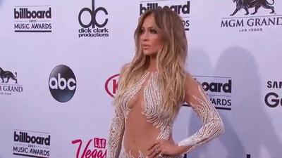 Jennifer Lopez diện váy gợi cảm