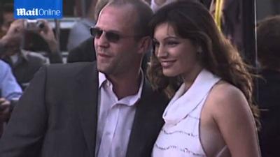 Kelly Brook đẹp đôi bên Jason Statham