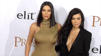 Kim Kardashian sánh đôi chị gái Kourtney