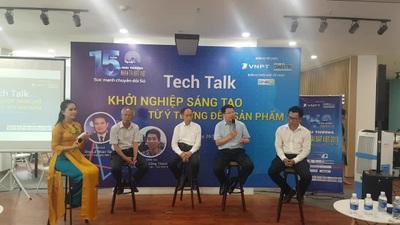 Ban tổ chức giải đáp các câu hỏi của các bạn trẻ Đà Nẵng.
