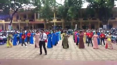 Thầy cô giáo Trường THPT Phong Châu Phú Thọ nhảy đồng diễn kỷ niệm 20/11