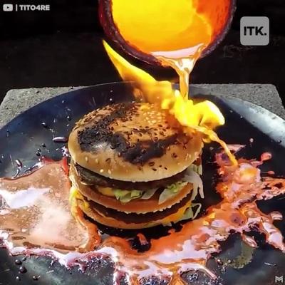 Mãn nhãn với màn hủy diệt đồ ăn bằng…đồng nóng chảy