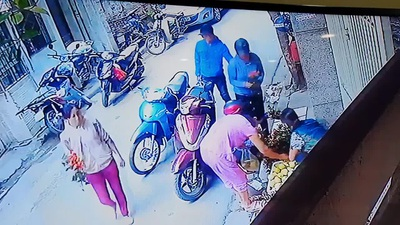 Cảnh báo màn dàn cảnh để lấy cắp đồ trong cốp xe máy