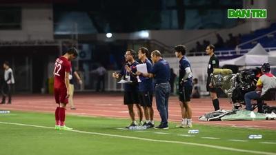 Lần thứ 2, thầy Park nhận thẻ vàng