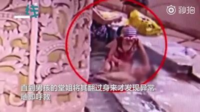 Clip cậu bé 9 tuổi bị đuối nước ngay giữa bể bơi đông người