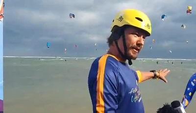 Vận động viên Manuel (Phần Lan) ngỡ ngàng trước vẻ đẹp của bãi biển Ninh Chữ