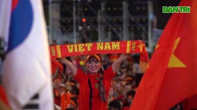 Vỡ òa với chiến thắng của đội tuyển Việt Nam
