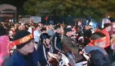 Cờ hoa rợp trời sau chiến thắng lịch sử của U22 Việt Nam