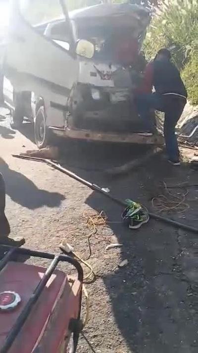 Xe chở đoàn người khuyết tật gặp nạn