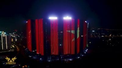 Hình ảnh cổ vũ đội tuyển Việt Nam tại tòa nhà Sunshine City Hà Nội