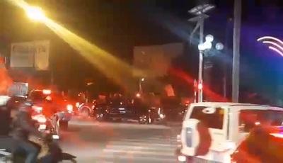 Người dân Thành phố Vinh diễu hành sau chiến thắng của U22 Việt Nam