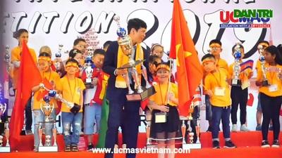 """Bé lớp 2 ở Hà Tĩnh xuất sắc đạt giải """"Siêu vô địch"""" UCMAS thế giới."""