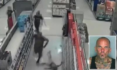 Đoạn video gây sốc cho thấy người đàn ông ra tay hung bạo với hai đứa trẻ