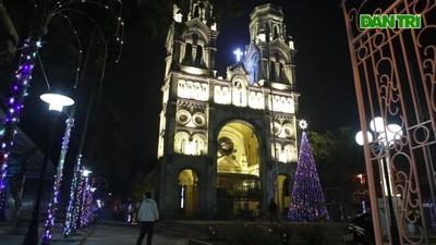 Các nhà thờ Hà Nội tỏa sáng lung linh chờ đón Noel 2019