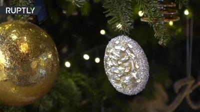 Cây Giáng sinh đắt nhất thế giới phủ kim cương trị giá 15 triệu USD