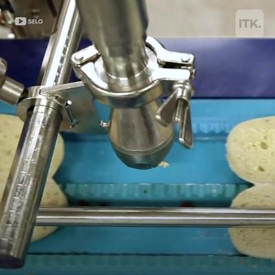 """""""Kỳ thú"""" xem máy móc thay thế con người làm bánh kẹp"""
