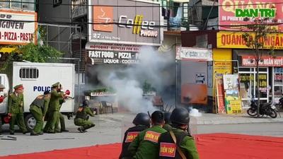 Công an thành phố Ninh Bình diễn tập chống nhóm côn đồ đòi nợ thuê
