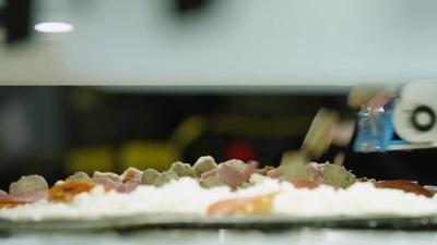 Robot làm bánh pizza tại CES 2020