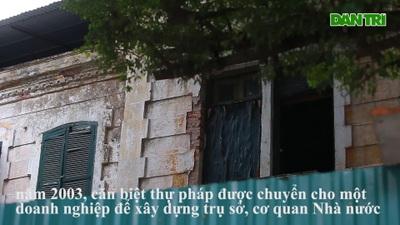 Kiến trúc Pháp cổ của căn biệt thự bỏ hoang, nằm giữa đất vàng ở Hà Nội