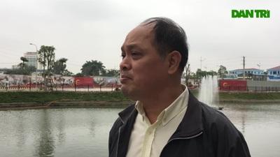 """Hà Nội: Lắp cầu trượt """"tiễn"""" Táo quân về trời, dân thích thú xếp hàng chờ đến lượt"""