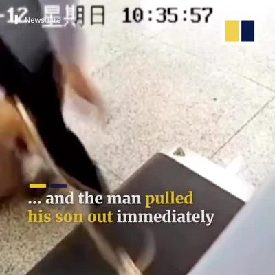 Bố nhầm con trai là hành lý, nhét luôn vào máy quét an ninh