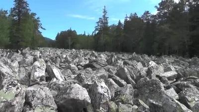 Dòng sông … không có nước suốt ngàn năm