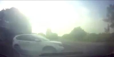 Hai ô tô húc nhau vì không giảm tốc độ khi đi qua ngã tư