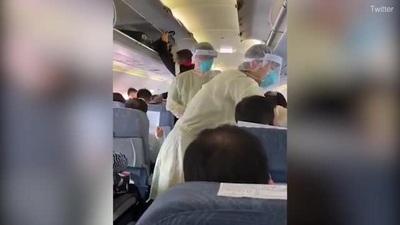 Video nhân viên y tế lên tận máy bay để kiểm soát dịch cúm gây bão mạng
