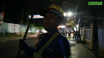 """Các công nhân vệ sinh với ca làm việc """"cực khổ nhất năm"""""""