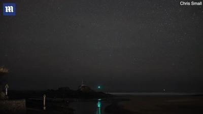 Khoảnh khắc sao băng lóe sáng trên bầu trời đêm
