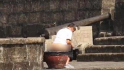 Truy tìm du khách phóng uế ở thành cổ