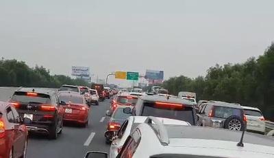 Ùn tắc nghiêm trọng tại cao tốc Hà Nội - Hải Phòng